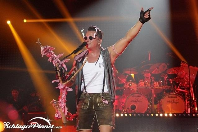 andreas gabalier und band live in der olympiahalle m nchen 2015. Black Bedroom Furniture Sets. Home Design Ideas
