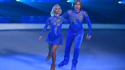 "John Kelly und seine Tanzpartnerin Annette Dytrt bei ""Dancing on Ice""."