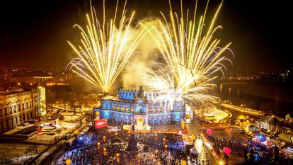 In der Semperoper in Dreden wird der SemperOpernball 2020 gefeiert.